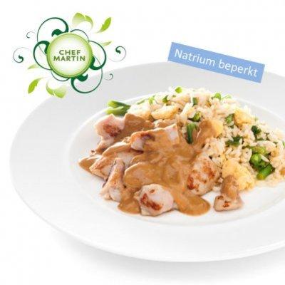 Chef Martin Nasi goreng met kipstukjes en satésaus